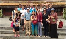 Phái đoàn Medical Aid for Vietnam thăm và khám bệnh tại Huế