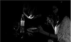 Một ngày thử ăn trong… bóng tối