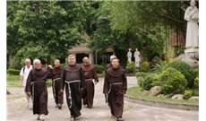 Theo chân các tu sĩ Phan sinh