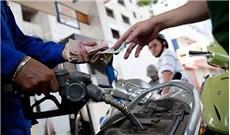 Sinh viên đối mặt với xăng tăng giá