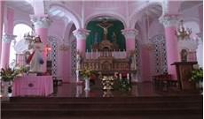 Ngôi nhà thờ cổ giữa lòng phố thị