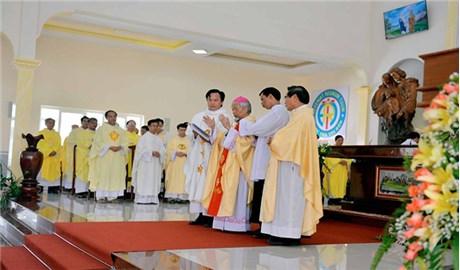 Dòng Thánh Gia Việt Nam mừng lễ Đức Maria Hồn Xác Lên Trời