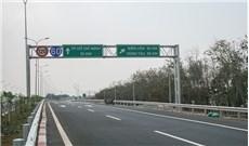 """""""Nỗi khổ"""" trên đường cao tốc hiện đại nhất Việt Nam"""