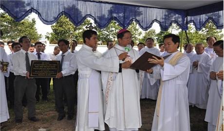 Thánh lễ đặt viên đá xây dựng nhà thờ Thánh Giuse tại thành phố mới Bình Dương