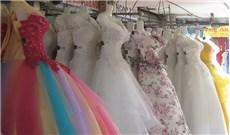 Nét chấm phá riêng nơi khu chợ đồ cưới