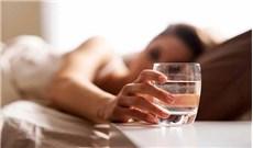 Tại sao cần uống nước  trước khi ngủ ?