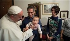 Vị Giáo hoàng đầu tiên thăm các linh mục hồi tục