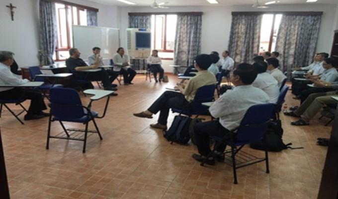 Các giáo sư Trung tâm Salus Hominis thăm Học viện Công giáo Việt Nam