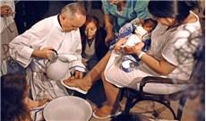 Linh mục không bị buộc rửa chân cho phụ nữ