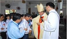 Giám mục GP Mỹ Tho đã ban Bí tích Khai tâm cho hơn 100 dự tòng
