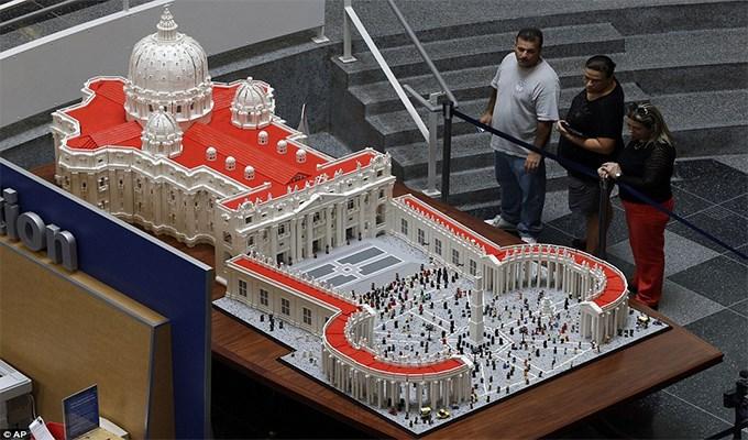 Tòa Thánh bằng Lego độc nhất vô nhị