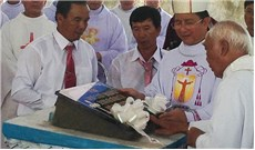 THÀNH LẬP VÀ ĐẶT VIÊN ĐÁ ĐẦU TIÊN XÂY NHÀ THỜ GIÁO XỨ LÔ 6