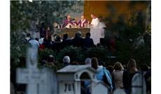 ĐỨC GIÁO HOÀNG VIẾNG NGHĨA TRANG MỸ TẠI ROME