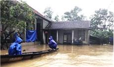 Bão lụt làm tan hoang khúc ruột miền Trung