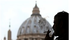 Vatican cấm bán thuốc lá