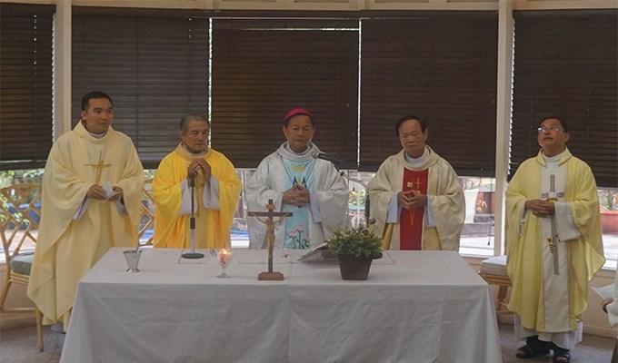 Đức Giám mục phụ tá Gp Long Xuyên dâng lễ tại báo Công Giáo và Dân Tộc