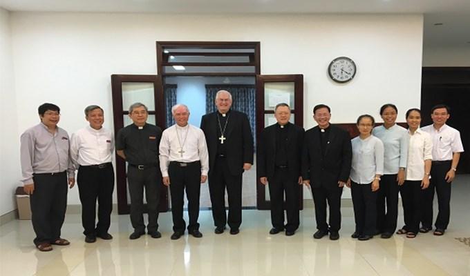 Đức Tổng Giám mục Joseph Kurtz thăm Học viện Công giáo Việt Nam