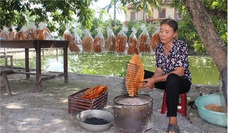 Ghé thăm làng bánh đa trăm tuổi
