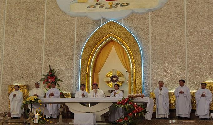 Vấn đề thay đổi hay thêm bớt ngôn từ và hành động khi cử hành thánh lễ (P1)