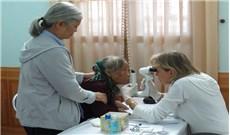 Đoàn bác sĩ Pháp hợp tác với phòng khám Xã Đoài