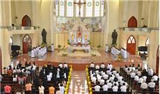 Vấn đề thay đổi hay thêm bớt ngôn từ và hành động khi cử hành thánh lễ (P2)