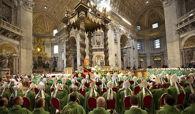 Vấn đề thay đổi hay thêm bớt ngôn từ và hành động khi cử hành thánh lễ (P3)