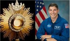 Hành trình đến với Chúa của phi hành gia mang Thánh Thể vào không gian