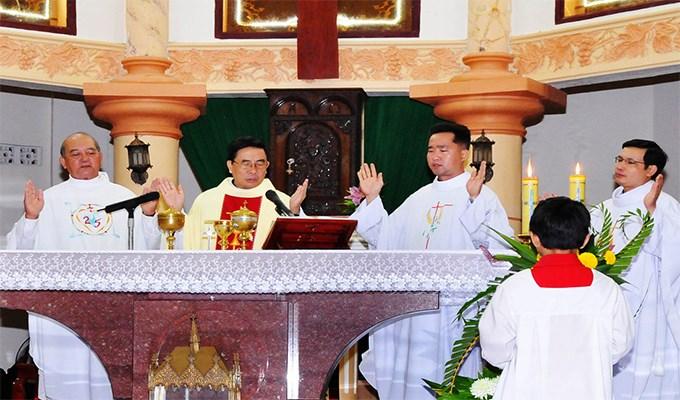Nêu tên Đức Giám mục trong kinh nguyện thánh thể