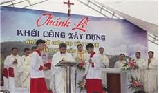 Khởi công xây dựng nhà thờ trên nền đất mới