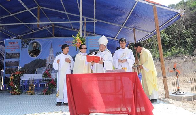 Thánh lễ đặt viên đá xây dựng nhà thờ Hòn Tre