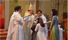 Rửa tội tân tòng mùa Phục sinh