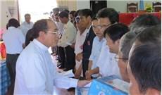 Caritas Huế thăm và tặng quà cho người mù ở Quảng Trị