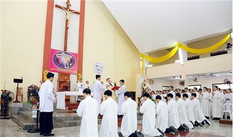 Phong chức Phó tế cho chủng sinhkhóa V Đại Chủng viện Thánh Giuse Xuân Lộc