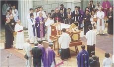 HÌNH ẢNH TANG LỄ ĐỨC CỐ TGM PHAOLÔ NGUYỄN VĂN BÌNH THÁNG 7-1995