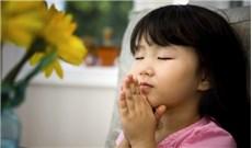 Giúp con trẻ  biết cầu nguyện