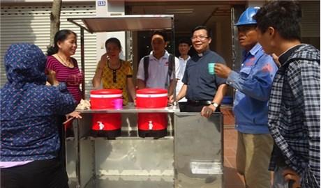 """Caritas Hải Phòng và chương trình """"Nước uống miễn phí"""""""