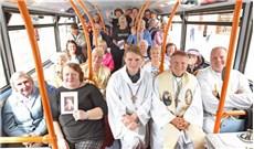Nhà thờ trên xe buýt