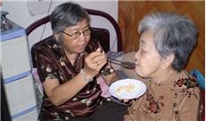 Chăm sóc mẹ cha trong tuổi già