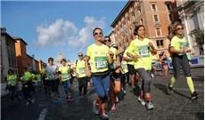 """""""Màu cờ sắc áo"""" của Vatican trên đường chạy"""