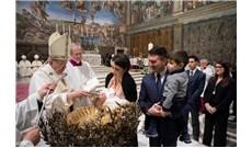 Đức Thánh Cha cử hành lễ rửa tội cho 34 trẻ dịp đầu năm