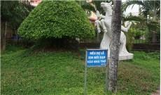 """""""Dự lễ"""" bên ngoài nhà thờ"""