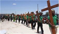 Giới trẻ Madagascar noi gương Ðức Maria