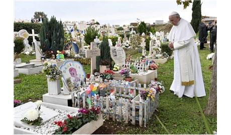 Đức Phanxicô dâng lễ Các Đẳng và viếng mộ thai nhi, trẻ sơ sinh