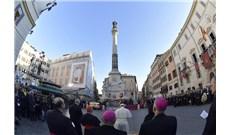 Đức Giáo Hoàng dâng hoa kính Đức Mẹ Vô Nhiễm Nguyên Tội