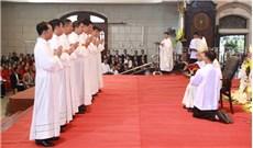 Truyền chức cho 16 linh mục cùng 8 phó tế tại nhà thờ Thái Bình