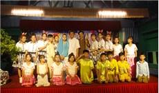 Anh em một vùng Khmer mừng Chúa ra đời