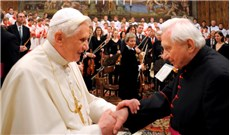 Tình huynh đệ bền chặt của anh em Ðức Giáo Hoàng Bênêđictô XVI