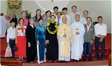 Vị Giám mục và hai người chị nữ tu
