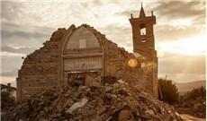 Bánh thánh vẹn nguyên  trong nhà thờ bị động đất