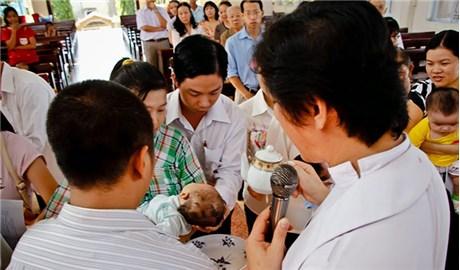 Mùa Phục Sinh thúc đẩy các tín hữu  sống Bí tích Thánh tẩy